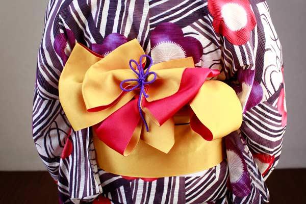紫柄黄色帯のゆかた