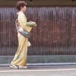 着物での歩き方
